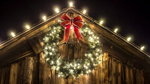 Holiday Barn Decorating